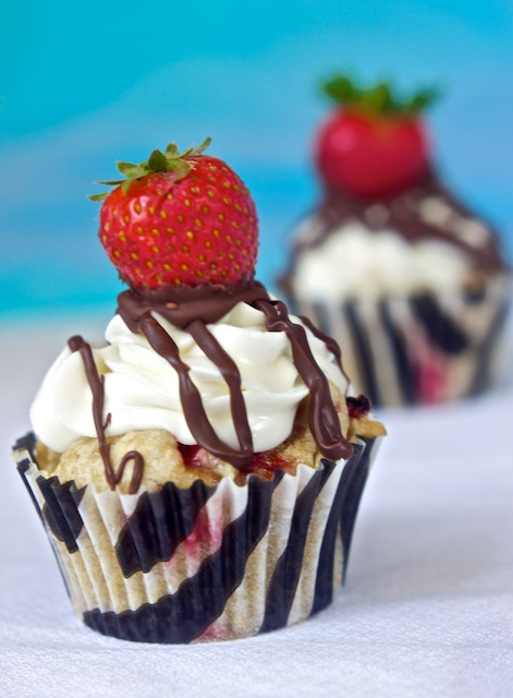 Strawberries 'n' Cream Cupcakes & Ice Cream Maker Giveaway